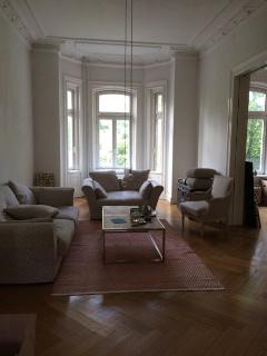 Alsternähe, 3-Zimmer-Altbau-Wohnung, Balkon, Aufzug, ein Traum!